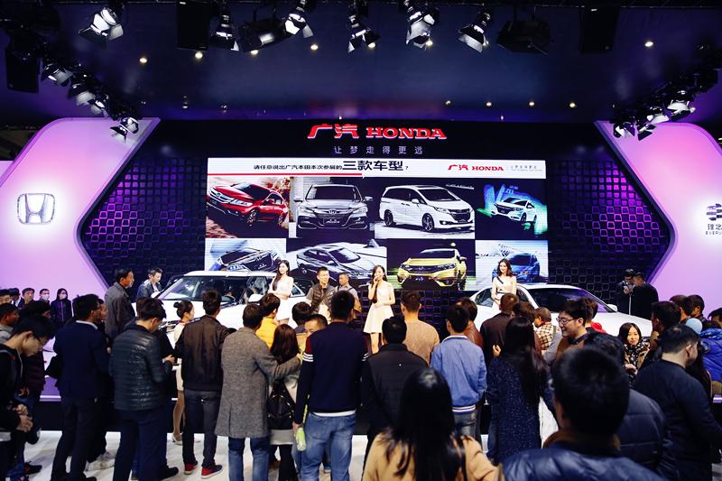 """<p> 鄭州國際車展創辦于2008年,每年舉辦一屆,至今已成功舉辦了十三屆,已經成為中原地區首屈一指的區域性標桿品牌汽車展會。2021第十四屆鄭州國際車展繼續秉承""""國際化、專業化、市場化""""的辦展理念和特色,汽車品牌參展規格將再次提檔,展會品質將再次升級,規模將再創新高。本屆展會全面展示各類汽車、汽車用品及汽車改裝領域的最新產品與成果及未來發展方向,推出更高規格的新能源智能網聯汽車展,同期將舉辦2021中國(鄭州)新能源汽車高峰論壇、2021河南新能源汽車產業對接會、2021河南汽車UP實力榜、中原國際房車露營博覽會、2021汽車模特國際大賽等高端會議和國際賽事,進一步提升了鄭州國際車展的國際化品牌形象。 </p> <p> 聯系電話:0371-65807281 </p>"""