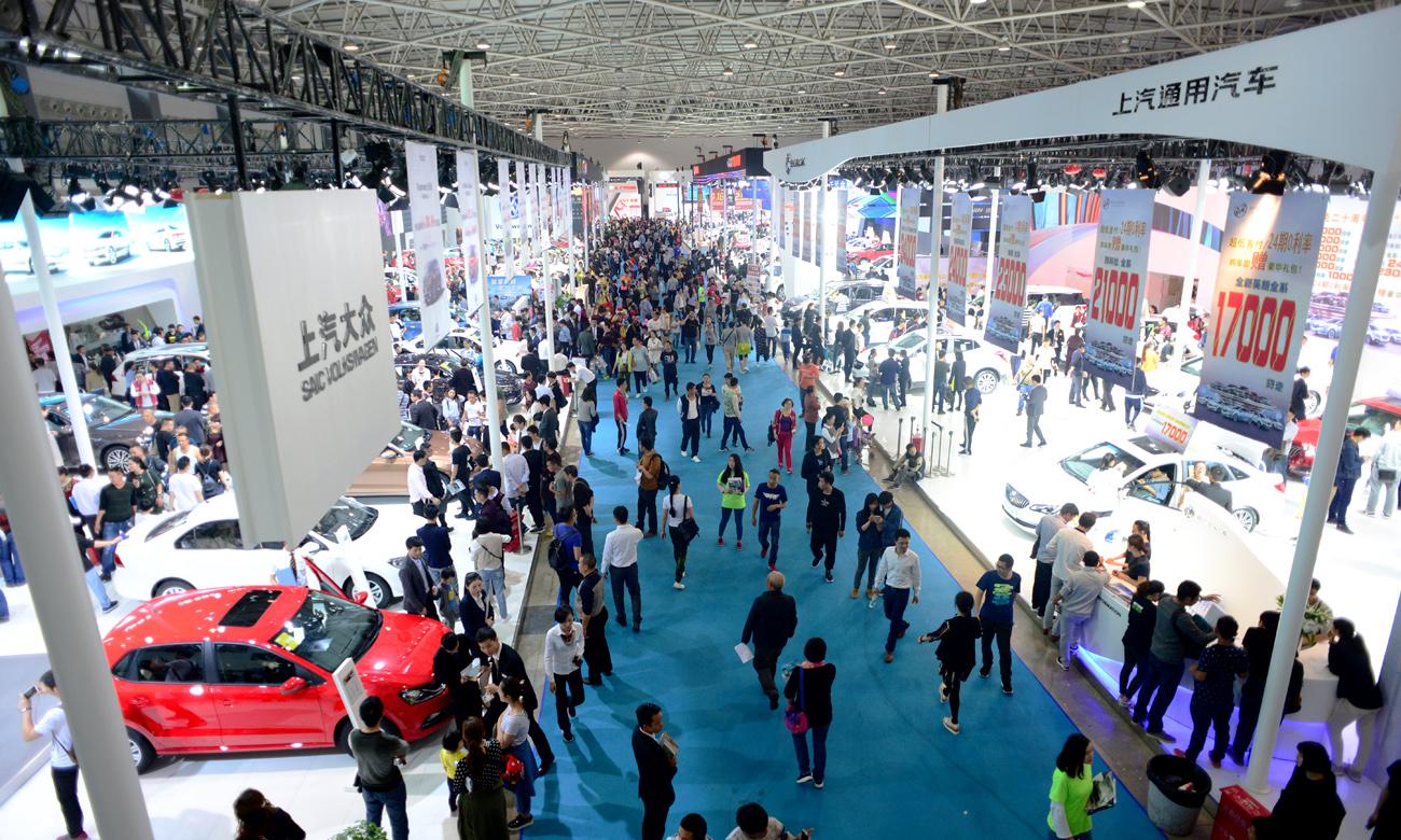2020第二屆貴州汽車交易會于12月5-6日在貴陽國際會議展覽中心盛大舉行。<br /> <br /> 尚格會展股份有限公司主辦,貴陽尚格會展服務有限公司承辦。<br /> <br /> 本屆車展將吸引來自全球更多的汽車品牌參展,進一步提升展出規格,舉辦更加豐富的同期配套活動,持續打造引領西南地區汽車消費的車市盛宴。自2011年以來,貴陽汽車文化節已成功見證了貴州省乃至西南地區車市9載輝煌發展歷程,成為了貴州省汽車產業發展的助推者和踐行者,更成為了展商、媒體、市民心目中有口皆碑的第一品牌展會。<br /> <br /> 2020年,展會將吸引超過60個來自全球的汽車品牌鼎力參展,包含德系、美系、法系、日系、韓系以及合資、自主等品牌。計劃啟用貴陽國際會議展覽中心1-6號室內展館及北廣場室外活動區,展出面積將達到7萬余平米,參展車型預計將超過800款,同期將有數十款熱門重磅新車同期亮相。<br /> <p> <br /> </p>