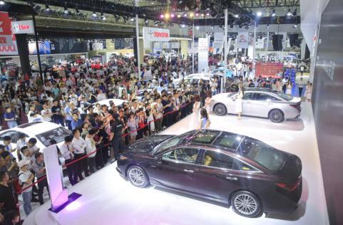 """2021年5月20-24日,第十九屆華中國際車展即將在武漢國際博覽中心(漢陽)盛大開幕。<br /> 作為武漢極具影響力的大型專業車展,歷經十九年精心傳承與匠心打磨,在各大汽車廠家、經銷商、消費者的共同努力之下,已然成為了深受武漢人民喜愛的汽車盛事之一。十九年初心不改,砥礪前行,2021華中國際車展將全新起航,以""""科技、時尚、鉅惠""""為主題辦展,這場一年一度的汽車盛會即將席卷江城!<br /> <br />"""